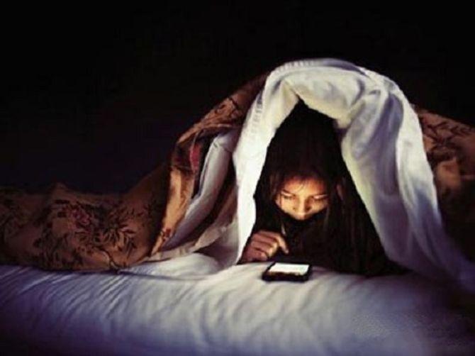 Cô gái trẻ chết tức tưởi vì thức trắng đêm nghịch điện thoại