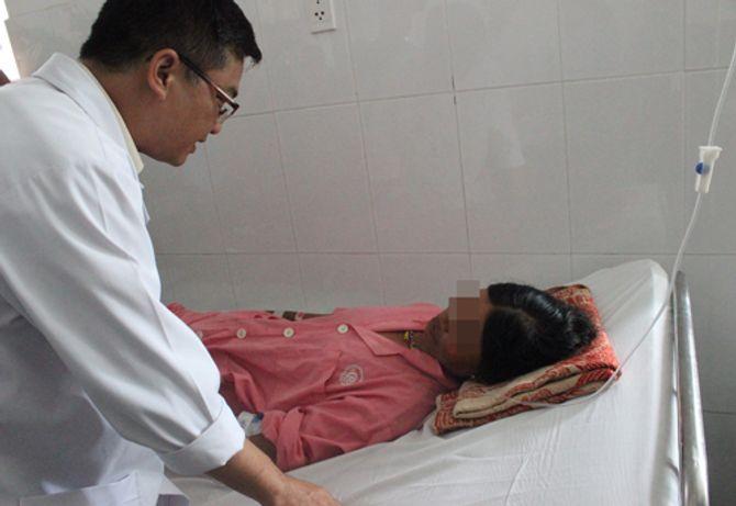 Thai phụ 14 tuần bị rắn lục đuôi đỏ cắn chảy máu không đông