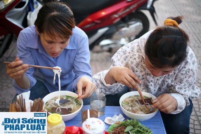 Cảm động quán bún bò 1.000 đồng dành cho người nghèo giữa Hà Nội - Ảnh 4