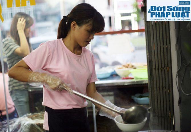 Cảm động quán bún bò 1.000 đồng dành cho người nghèo giữa Hà Nội - Ảnh 6