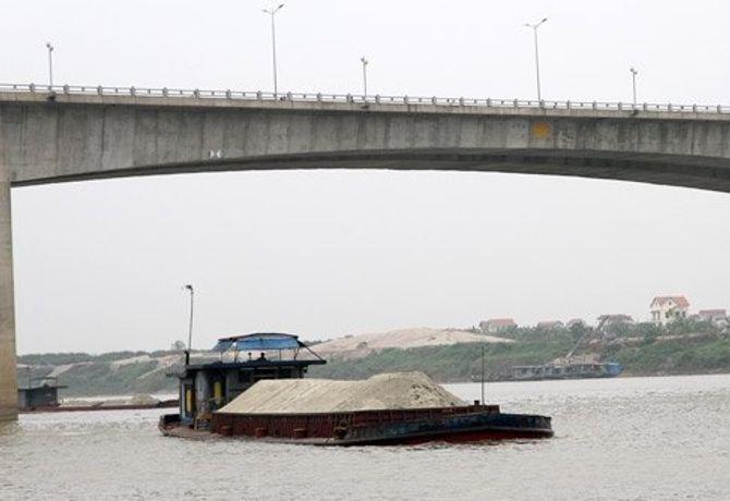 Phát hiện 3 người chết bất thường trên tàu chở cát ở sông Hồng 4
