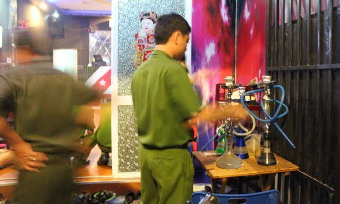 Phát hiện hàng chục học sinh hút shisha trong quán cà phê 5