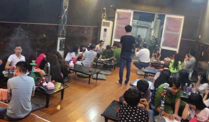 Phát hiện hàng chục học sinh hút shisha trong quán cà phê 4