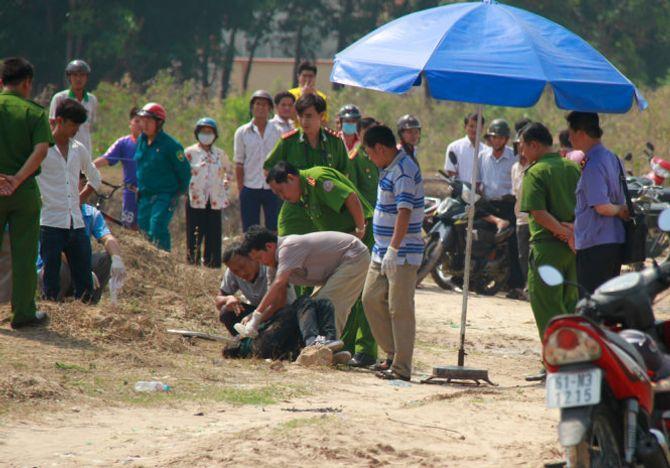 Phát hiện thi thể nam thanh niên với nhiều vết đâm ở bãi đất trống - Ảnh 1