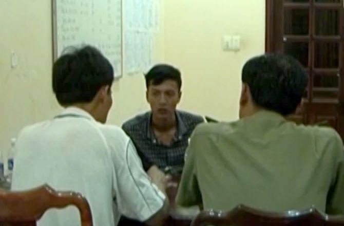 Hai bị can nhiều lần đổ gục xuống bàn khi khai về vụ thảm sát ở Bình Phước