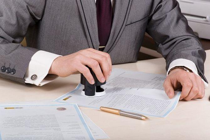 Có phải chịu trách nhiệm khi chứng thực giấy tờ giả? - Ảnh 1