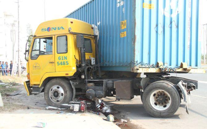 Nạn nhân kêu cứu dưới gầm xe container 4