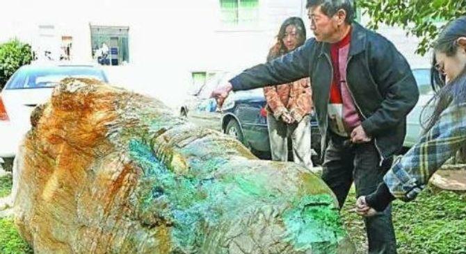 Lão nông mò được đá quý trị giá nghìn tỷ - Ảnh 1