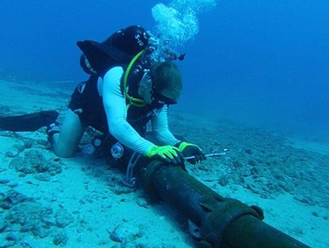 Cáp quang biển AAG bị đứt: Bao giờ khôi phục? Nhà mạng nào khổ nhất?