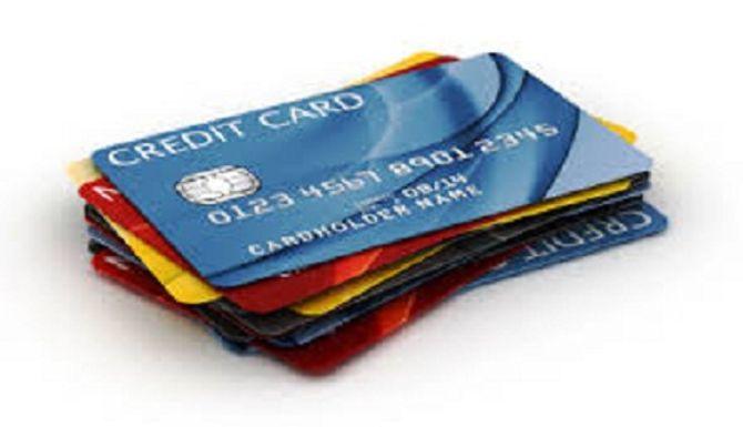 Dùng thẻ ATM hay thẻ thanh toán quốc tế có lợi hơn? - Ảnh 2