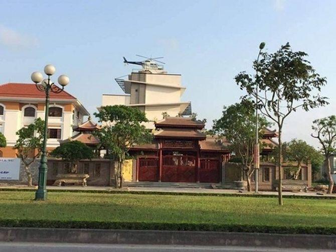 Trực thăng đậu trên nóc nhà: Đại gia lên tiếng, chính quyền vận động tháo dỡ - Ảnh 1