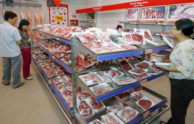 Thịt ngoại ào ạt đổ bộ thị trường: Ngành chăn nuôi gặp khó - Ảnh 1