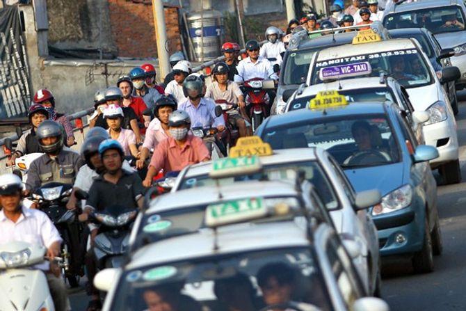 Giá cước vận tải: Bộ giao thông thúc giục giảm giá