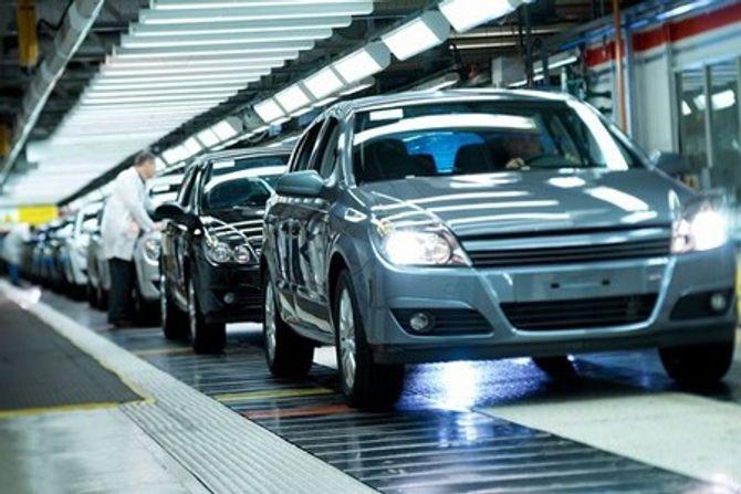 Nhập khẩu ô tô nguyên chiếc tháng đầu năm 2016 giảm mạnh - Ảnh 1