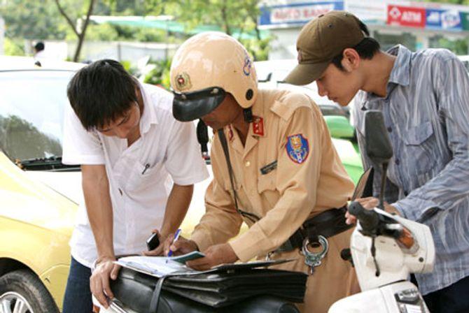 Tăng mức xử phạt giao thông có làm tăng hối lộ?