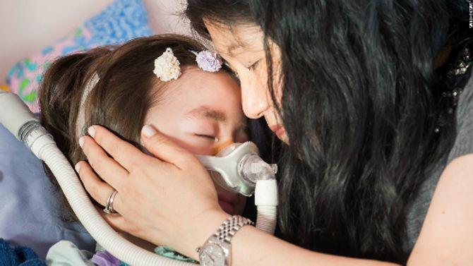 Bé gái 5 tuổi được bố mẹ cho lựa chọn kết thúc cuộc đời gây xúc động mạnh - Ảnh 3
