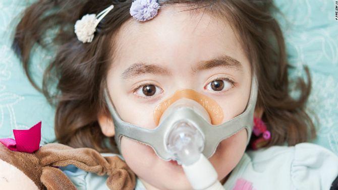 Bé gái 5 tuổi được bố mẹ cho lựa chọn kết thúc cuộc đời gây xúc động mạnh - Ảnh 1