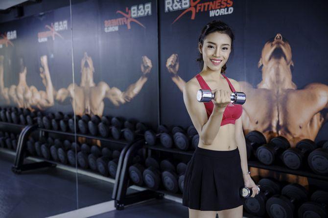 12 nữ sinh xinh nhất ĐH Ngoại thương khoe dáng nuột nà trong phòng gym - Ảnh 11