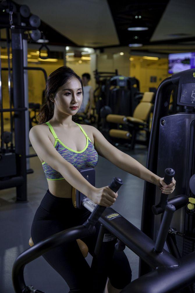 12 nữ sinh xinh nhất ĐH Ngoại thương khoe dáng nuột nà trong phòng gym - Ảnh 2