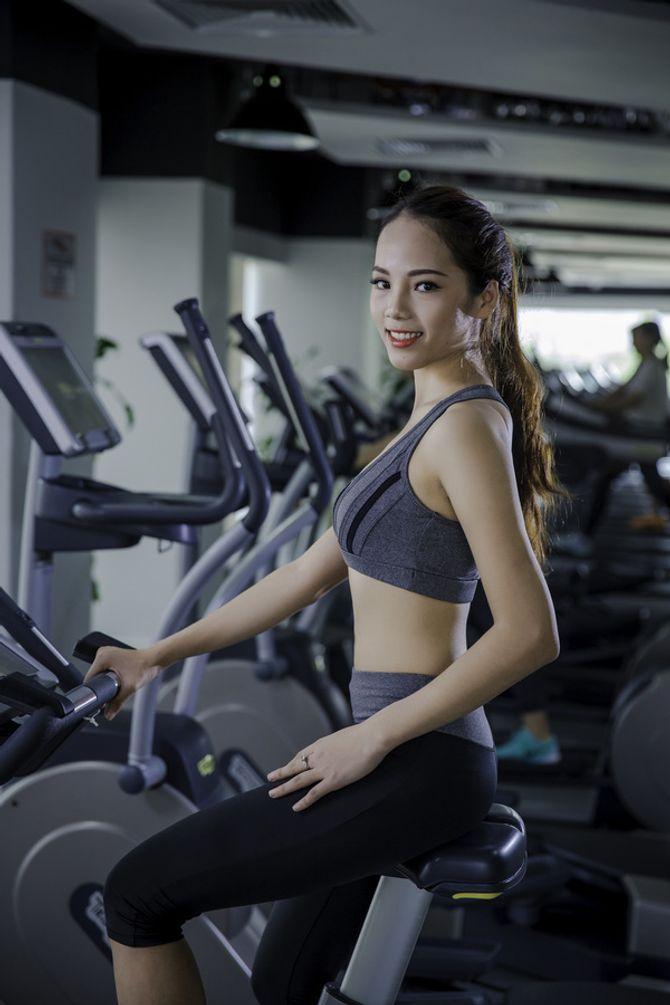 12 nữ sinh xinh nhất ĐH Ngoại thương khoe dáng nuột nà trong phòng gym - Ảnh 3
