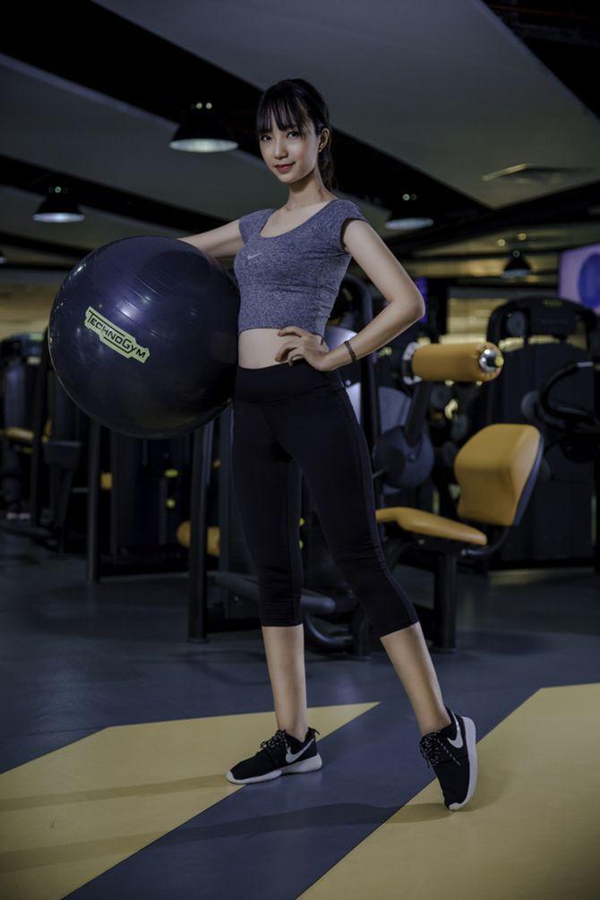 12 nữ sinh xinh nhất ĐH Ngoại thương khoe dáng nuột nà trong phòng gym - Ảnh 4