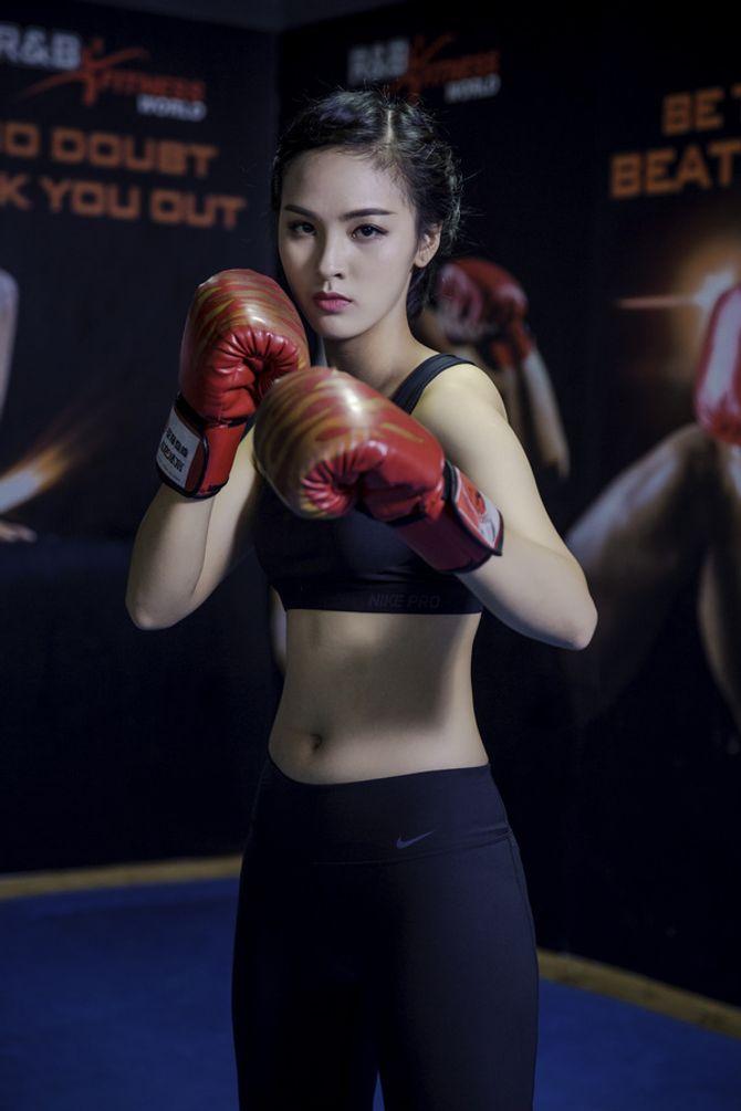 12 nữ sinh xinh nhất ĐH Ngoại thương khoe dáng nuột nà trong phòng gym - Ảnh 5