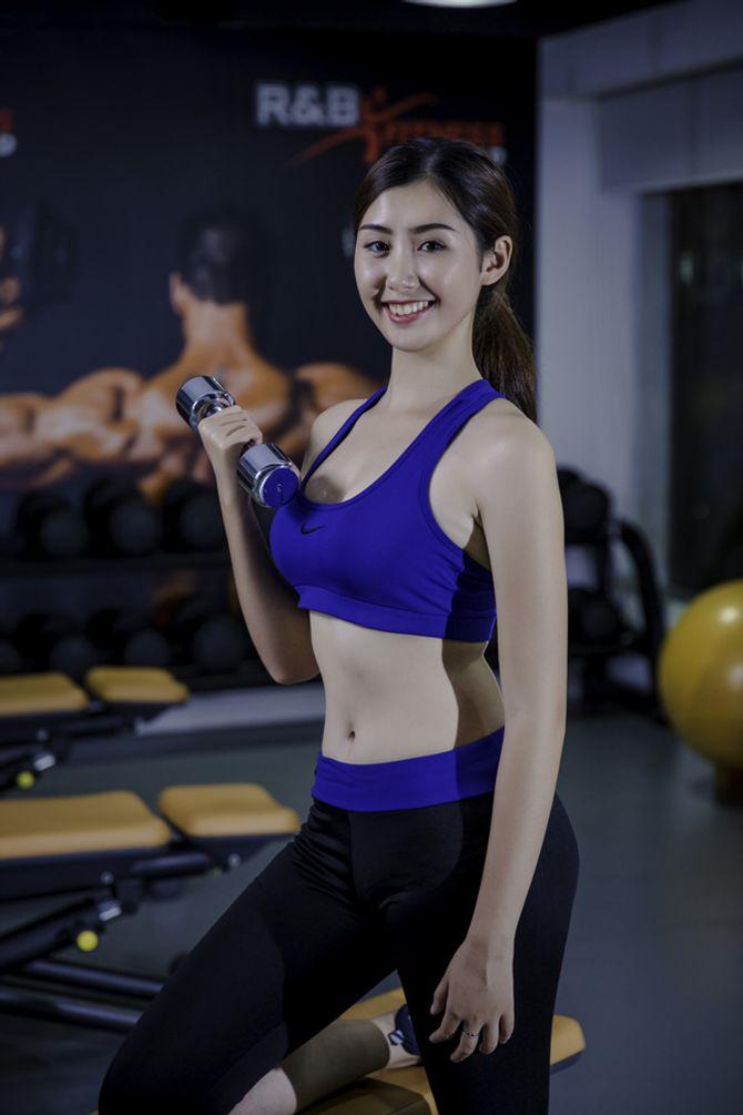 12 nữ sinh xinh nhất ĐH Ngoại thương khoe dáng nuột nà trong phòng gym - Ảnh 6