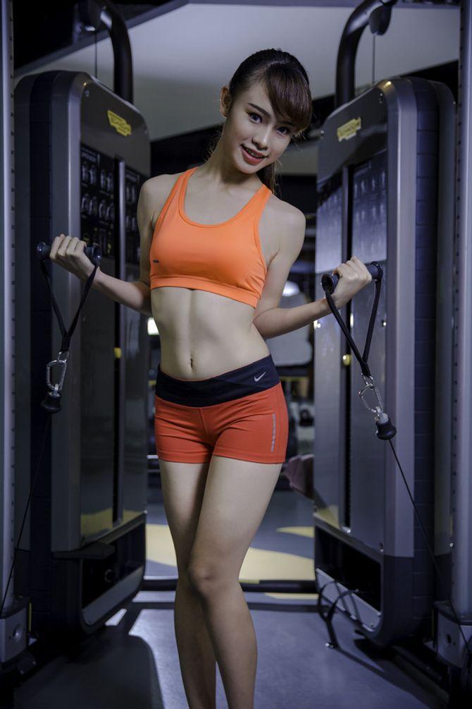 12 nữ sinh xinh nhất ĐH Ngoại thương khoe dáng nuột nà trong phòng gym - Ảnh 8