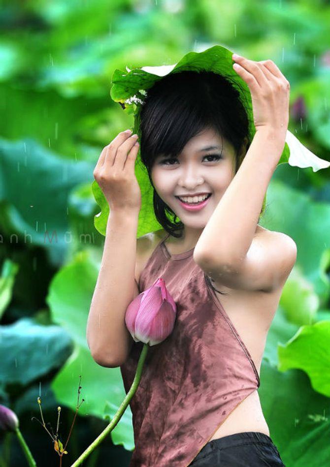 Đẹp mê hồn hình ảnh thiếu nữ Việt áo yếm bên hoa sen - Ảnh 8