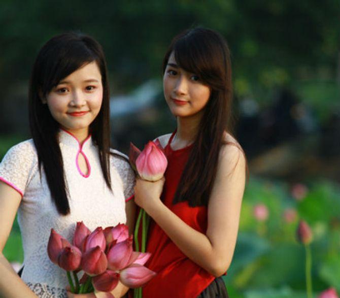 Đẹp mê hồn hình ảnh thiếu nữ Việt áo yếm bên hoa sen - Ảnh 9