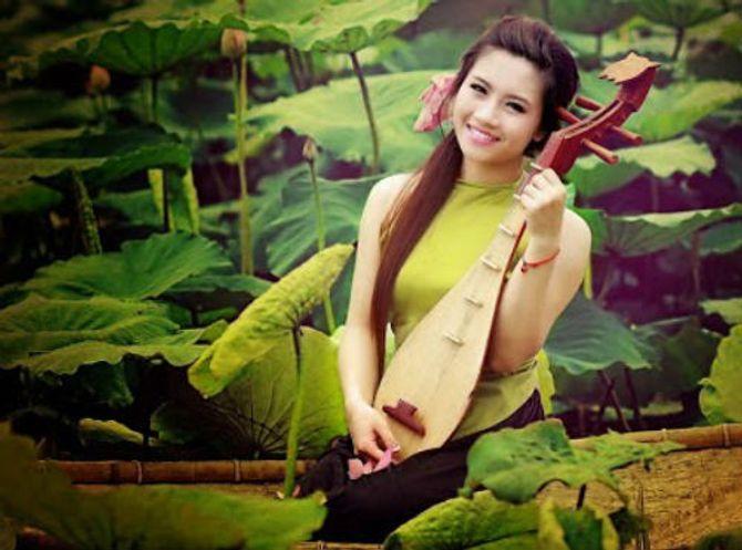 Đẹp mê hồn hình ảnh thiếu nữ Việt áo yếm bên hoa sen - Ảnh 5