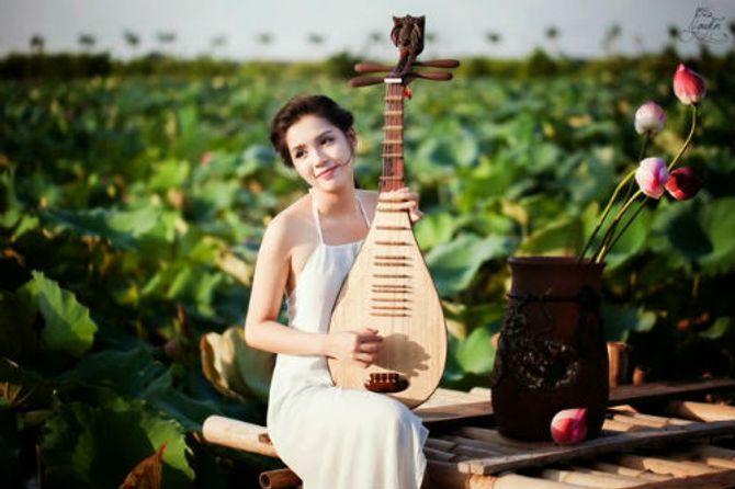 Đẹp mê hồn hình ảnh thiếu nữ Việt áo yếm bên hoa sen - Ảnh 4