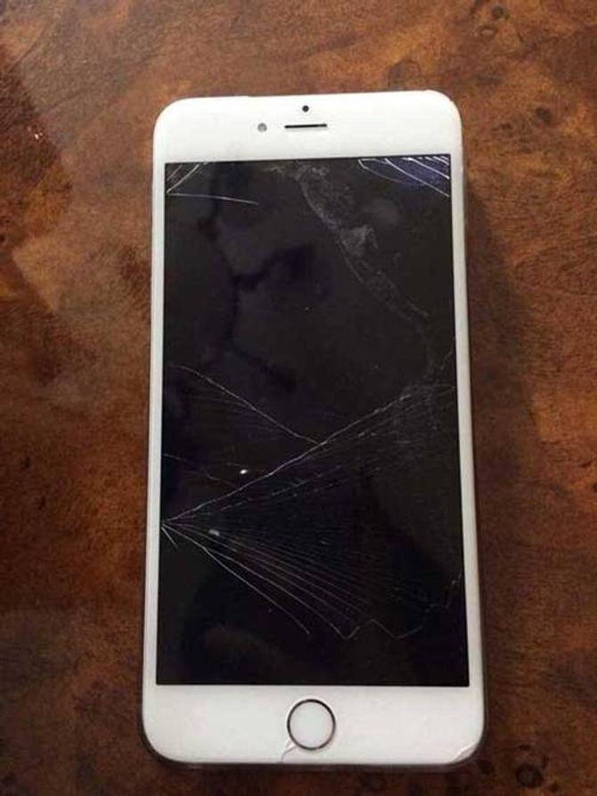 """Sự thật """"kinh hoàng"""" ẩn sau ảnh chụp chiếc điện thoại vỡ của người yêu - Ảnh 2"""
