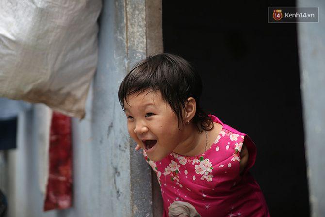 Nụ cười của cô bé không có tay mưu sinh giữa Sài Gòn - Ảnh 13