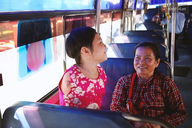 Nụ cười của cô bé không có tay mưu sinh giữa Sài Gòn - Ảnh 8
