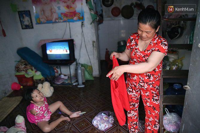 Nụ cười của cô bé không có tay mưu sinh giữa Sài Gòn - Ảnh 9