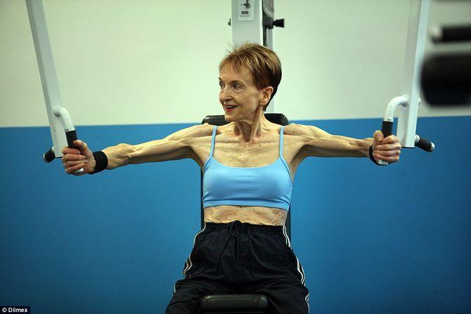 Ngưỡng mộ cụ bà 73 tuổi chăm tập thể hình để chống lão hóa - Ảnh 5