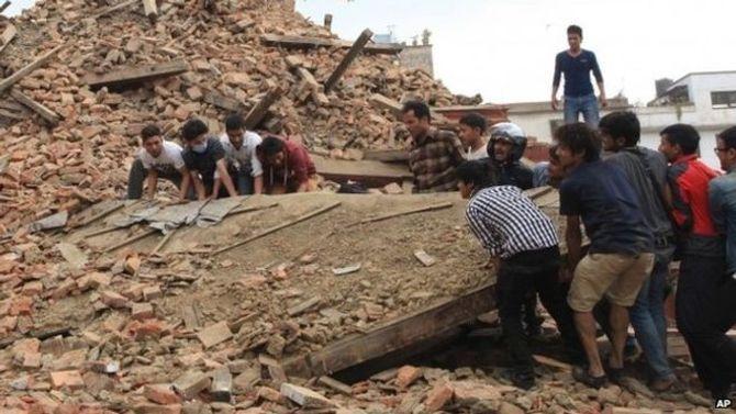 Hiện trường thảm khốc trận động đất kinh hoàng ở Nepal - Ảnh 3