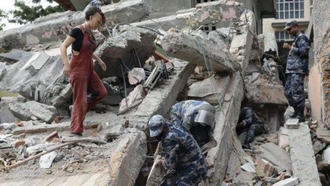Hiện trường thảm khốc trận động đất kinh hoàng ở Nepal - Ảnh 5