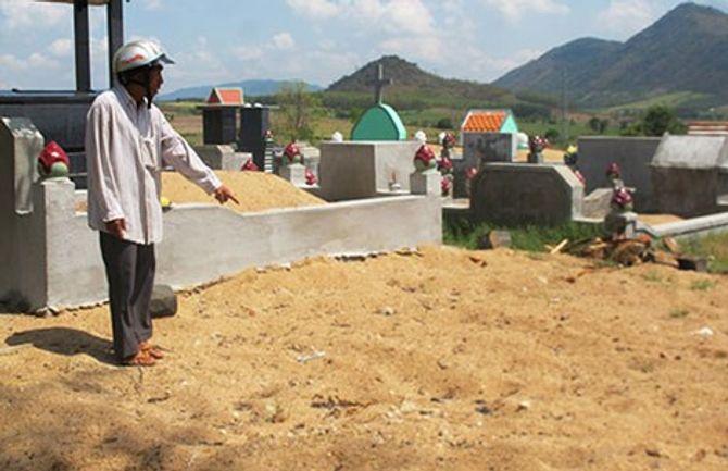 Vụ công an chôn vội xác nạn nhân: Cần làm rõ sự việc - Ảnh 1
