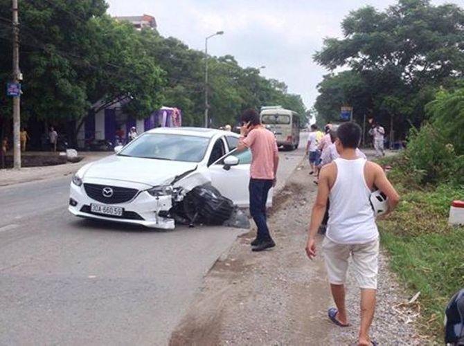 Xe Santafe mất lái đâm xuyên qua đám cưới, 3 người bị thương - Ảnh 1