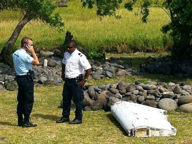 Máy bay MH370 vẫn nguyên vẹn khi rơi xuống biển?