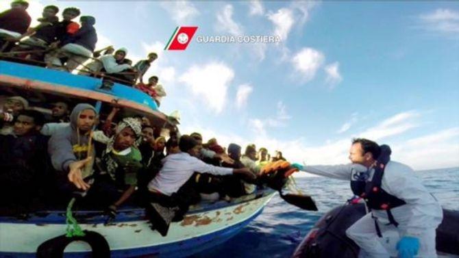 Hơn 600 người có thể đã chết vì lật thuyền trên biển Địa Trung Hải - Ảnh 1