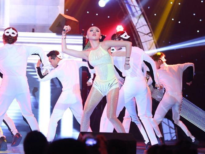 Chung kết The Remix: Đông Nhi điểm cao  hơn, fan Isaac dậy sóng - Ảnh 3