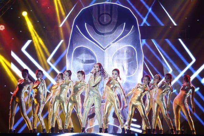 Chung kết The Remix: Đông Nhi điểm cao  hơn, fan Isaac dậy sóng - Ảnh 8