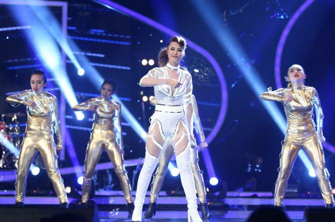 """Diva Hồng Nhung trẻ, s.e.xy """"lấn át"""" thí sinh Vietnam Idol 2015 - Ảnh 7"""
