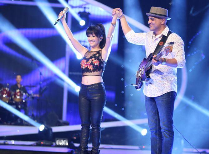 """Diva Hồng Nhung trẻ, s.e.xy """"lấn át"""" thí sinh Vietnam Idol 2015 - Ảnh 2"""