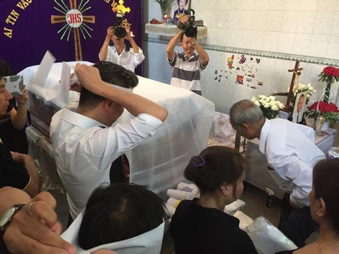 Hồ Ngọc Hà lặng lẽ đến chia buồn với gia đình Đàm Vĩnh Hưng - Ảnh 4