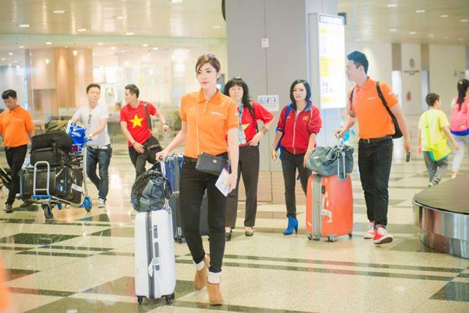 Tú Anh, Thu Thảo đến Singapore cổ vũ đoàn thể thao VN - Ảnh 4