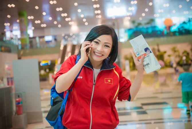Tú Anh, Thu Thảo đến Singapore cổ vũ đoàn thể thao VN - Ảnh 6